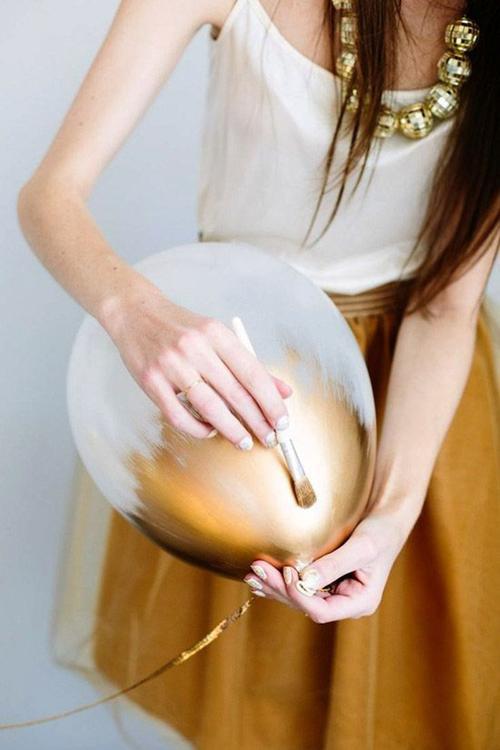 DIY Gold Brush Paint Balloons